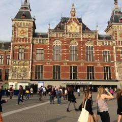賑やかなアムステルダム