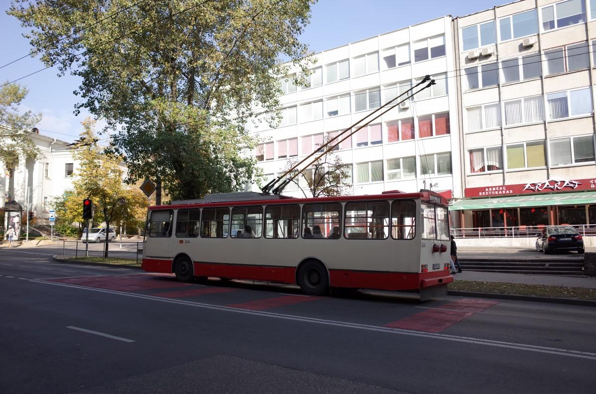 レトロなトロリーバス